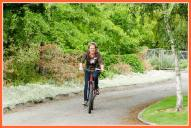 back around the vineyards and Phyll Pattie arrives by bicycle!!