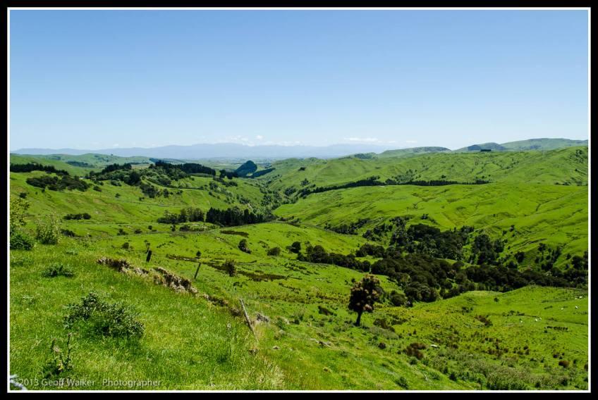 West toward the southern Tararua's from near the Haunui windfarm...